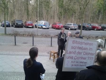 Bürgerprotest vor der Sitzung der BVV