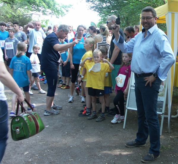 Bezirksstadtrat Michael Vogel beim Startschuss