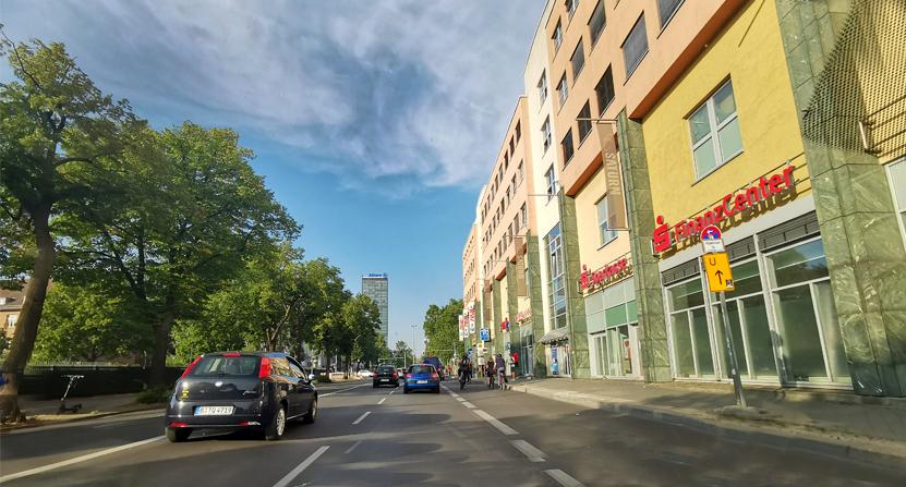 Seit dem 7. August 2020 gilt auf der Elsenstraße zwischen Karl-Kunger-Straße und der Straße am Treptower Park Tempo 30.